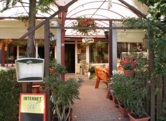 Kiskakas Vendéglő - Étterem - Pizzéria