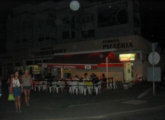 Forrás Pizzéria